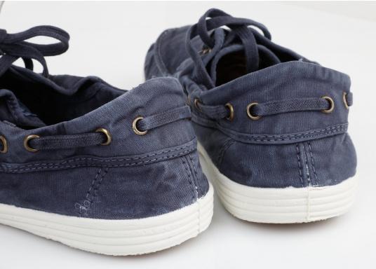 Dieser nachhaltige Mokassinsaus Bio-Baumwolle besticht mit seinem modischen Design. Basierend auf einem traditionellen Bootsschuh mit 3-Loch-Schnürung und einer flachen Zierkordel auf der Außenseite ist dieser Schuh der perfekte Begleiter für wärmere Tage. (Bild 11 von 11)