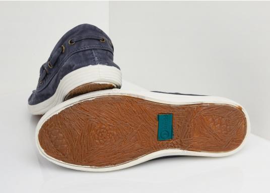 Dieser nachhaltige Mokassinsaus Bio-Baumwolle besticht mit seinem modischen Design. Basierend auf einem traditionellen Bootsschuh mit 3-Loch-Schnürung und einer flachen Zierkordel auf der Außenseite ist dieser Schuh der perfekte Begleiter für wärmere Tage. (Bild 2 von 11)