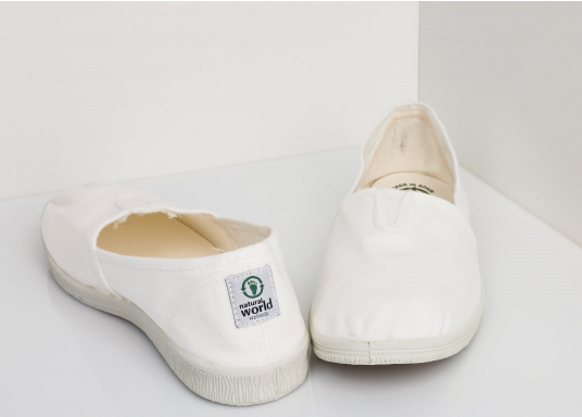 The light Camping Tintadois the perfect leisure shoe! Lace-free, making the summer shoe easy to slip on. Colour: white. (Image 4 of 7)