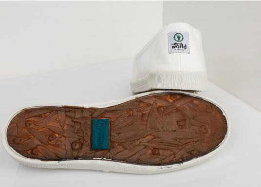 The light Camping Tintadois the perfect leisure shoe! Lace-free, making the summer shoe easy to slip on. Colour: white. (Image 2 of 7)