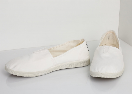 The light Camping Tintadois the perfect leisure shoe! Lace-free, making the summer shoe easy to slip on. Colour: white. (Image 5 of 7)