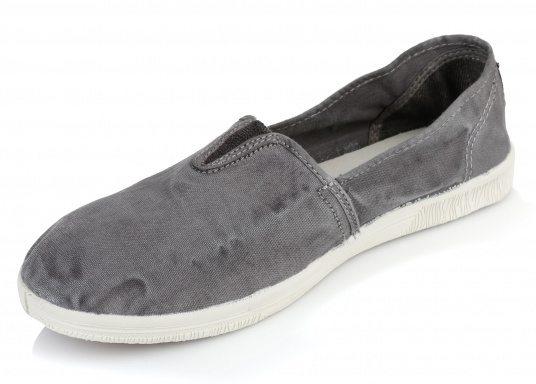 The light Camping Enzimatico is the perfect leisure shoe! Lace-free, making the summer shoe easy to slip on. Colour: grey.