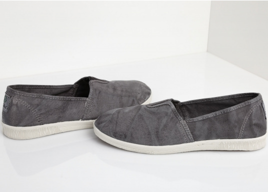 The light Camping Enzimatico is the perfect leisure shoe! Lace-free, making the summer shoe easy to slip on. Colour: grey. (Afbeelding 3 of 10)