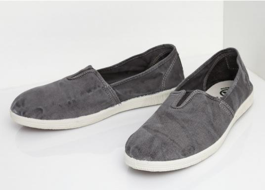 The light Camping Enzimatico is the perfect leisure shoe! Lace-free, making the summer shoe easy to slip on. Colour: grey. (Afbeelding 5 of 10)