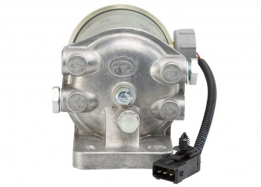 Diesel Kombi–Filter und Wasserabscheider in einem! Durch den Sichteinsatz kann jederzeit kontrolliert werden, ob sich Wasser angesammelt hat und über ein Ventil wird das angesammelte Wasser abgelassen. (Bild 2 von 7)
