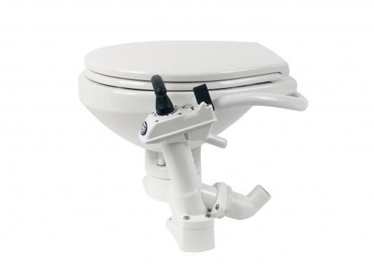 Das neue JABSCO Bord WC NEW STYLE mit manueller Pumpe steht für noch mehr Komfort. Neben dem großen Komfortbecken verfügt die Toilette über einen Soft Close-Deckel. Keramikbecken, massiver Sitz und Deckel, Unterteil und Pumpe bestehen aus weißem Duroplast-Kunststoff. (Bild 4 von 9)
