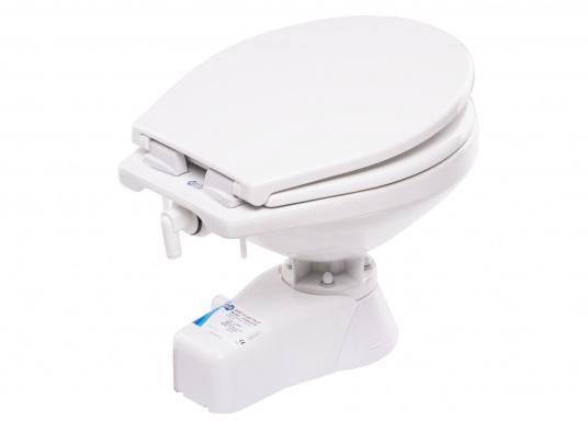 Die QUIET FLUSH Jabsco Toilette zeichnet sich durch ihren geräuscharmen Betrieb aus und bietet die Möglichkeit, den Spülwasserstand im Toilettenbecken zu regulieren.Neben dem großen Komfortbecken verfügt die Toilette über einen Soft Close-Deckel. Erhältlich in unterschiedlichen Ausführungen. (Bild 3 von 6)