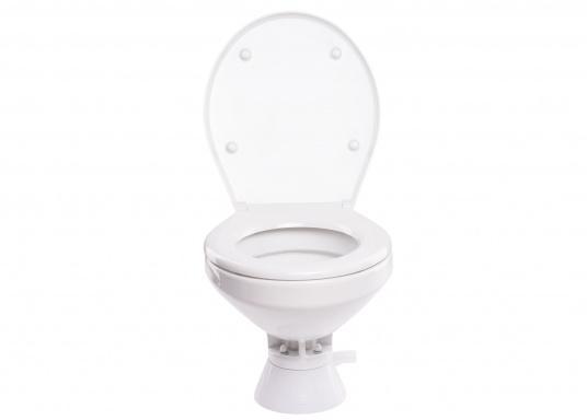 Die QUIET FLUSH Jabsco Toilette zeichnet sich durch ihren geräuscharmen Betrieb aus und bietet die Möglichkeit, den Spülwasserstand im Toilettenbecken zu regulieren.Neben dem großen Komfortbecken verfügt die Toilette über einen Soft Close-Deckel. Erhältlich in unterschiedlichen Ausführungen. (Bild 2 von 6)