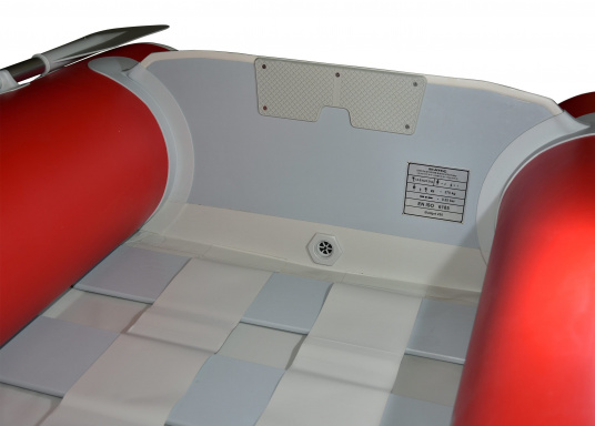 Das Set besteht aus dem SEATEC Schlauchboot NEMO 230 und dem Außenbordmotor Honda BF 2,3.  (Bild 11 von 13)