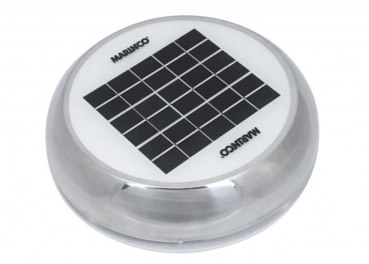 Jetzt wird die Solarenergie vollständig genutzt: der Ventilator DAY&NIGHTwird angetrieben und gleichzeitig wird ein eingebauter NiMh-Akku aufgeladen. Dieser Akku sorgt dann in der Nacht bzw. ohne Sonneneinstrahlung bis zu 24 Stunden lang für den Betrieb des Ventilators. Zusätzlich kann eine kleine helle LED in der Mitte der Lüfterunterseite als Orientierungslicht genutzt werden.