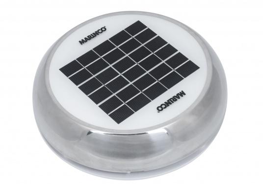 Jetzt wird die Solarenergie vollständig genutzt: der Ventilator DAY&NIGHTwird angetrieben und gleichzeitig wird ein eingebauter NiMh-Akku aufgeladen. Dieser kleine Akku sorgt dann in der Nacht bzw. ohne Sonneneinstrahlung bis zu 24 Stunden für den Betrieb des Ventilators.