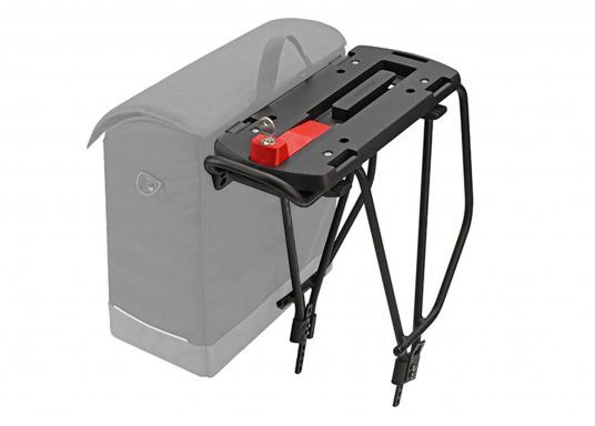 Die Gepäckträger-Adapterplatte GTA bildet eine ebene Ladefläche und dient gleichzeitig als Adapter für Körbe, Taschen und Boxen. Alle Teile sind über eine Zentralverriegelung abschließbar. In die seitlichen Schlitze können Taschen eingehängt werden. (Bild 5 von 7)