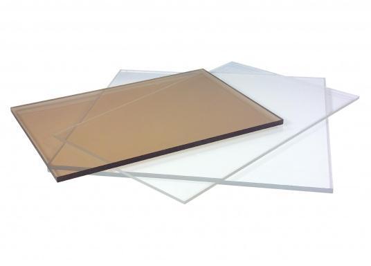 Makrolon-Platten werden hauptsächlich in der Schutzverglasung eingesetzt. Durch die hohe Elastizität, Lichtdurchlässigkeit und extreme Schlagfestigkeit, eignet es sich sehr gut für die Verglasung von gebogenen Flächen. Im Gegensatz zu Plexiglas ist die Oberfläche von Makrolon weicher und damit empfindlicher für Kratzer.