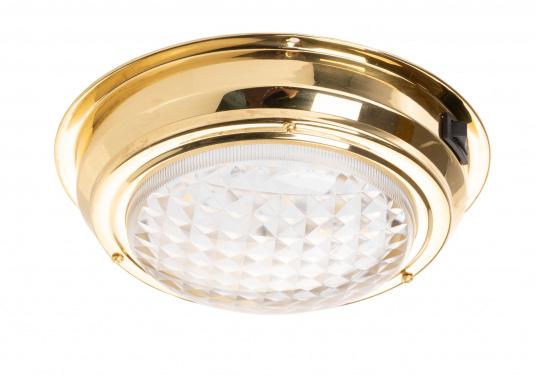 Hochglanzpolierte LED-Kajüt-Innenleuchtemit einer Streuscheibe aus Glas. Die Fresnel-Konstruktion der Streuscheibe sorgt für angenehm weiches Licht. Material: Messing.  (Bild 4 von 5)