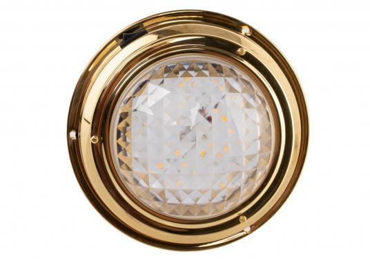 Hochglanzpolierte LED-Kajüt-Innenleuchtemit einer Streuscheibe aus Glas. Die Fresnel-Konstruktion der Streuscheibe sorgt für angenehm weiches Licht. Material: Messing.