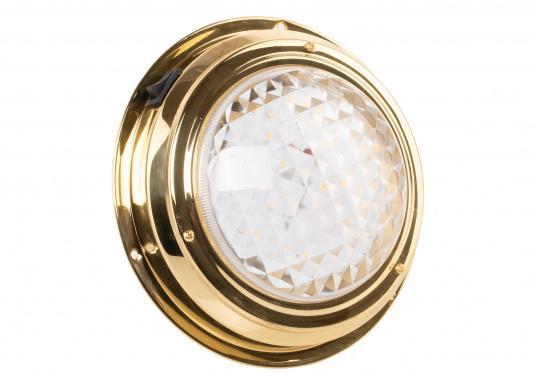 Hochglanzpolierte LED-Kajüt-Innenleuchtemit einer Streuscheibe aus Glas. Die Fresnel-Konstruktion der Streuscheibe sorgt für angenehm weiches Licht. Material: Messing.  (Bild 3 von 5)