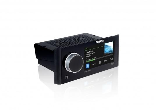 Das neue Marine Entertainment Radio MS-RA770 der Apollo Serie von FUSION bietet ein optimal abgestimmtes Soundprofil, Vielseitigkeit und Komfort. Das funktionelle Upgrade erlaubt Ihnen bis zu 12 seperat angesteuerte Lautsprecherpaare anzuschließen. Schnittstellen:Bluetooth, WiFi, NMEA2000, Ethernet RJ45 und USB. (Bild 3 von 8)