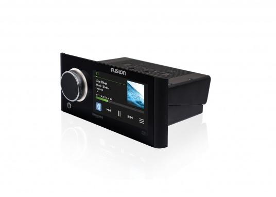 Das neue Marine Entertainment Radio MS-RA770 der Apollo Serie von FUSION bietet ein optimal abgestimmtes Soundprofil, Vielseitigkeit und Komfort. Das funktionelle Upgrade erlaubt Ihnen bis zu 12 seperat angesteuerte Lautsprecherpaare anzuschließen. Schnittstellen:Bluetooth, WiFi, NMEA2000, Ethernet RJ45 und USB. (Bild 4 von 8)