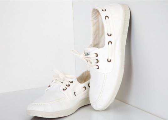 Der leichte Damenschuh Nautico Tintado ist perfekt für die Freizeit geeignet! Die 3-Loch Schnürung sorgt für ein bequemes an und - ausziehen der Schuhe und für einen festen Sitz. Farbe: weiß (Bild 3 von 7)