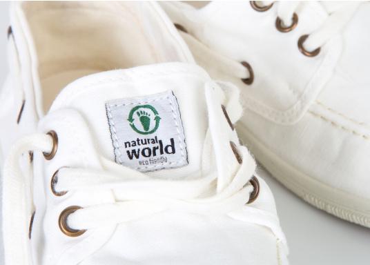 Der leichte Damenschuh Nautico Tintado ist perfekt für die Freizeit geeignet! Die 3-Loch Schnürung sorgt für ein bequemes an und - ausziehen der Schuhe und für einen festen Sitz. Farbe: weiß (Bild 4 von 7)