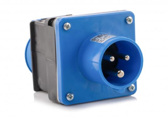 Hier finden Sie einen CEE-SCHUKO-Adapter für die Landstromübernahme. Belastbarkeit: 16 Ampere. (Bild 3 von 4)