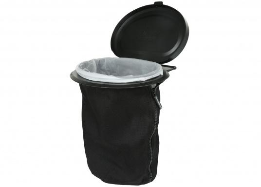 Müll entsorgen leicht gemacht! Mit dem FLEXTRASH steht Ihnen ein flexibler Mülleimer zur Seite, der mühelos an sämtlichen Stellen angebracht werden kann. Der Behälter des FLEXTRASH besteht aus recycelten PET-Flaschen und bietet eine flexible und nachhaltige Lösung für Ihre Abfälle. (Bild 3 von 3)
