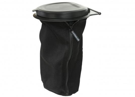 Müll entsorgen leicht gemacht! Mit dem FLEXTRASH steht Ihnen ein flexibler Mülleimer zur Seite, der mühelos an sämtlichen Stellen angebracht werden kann. Der Behälter des FLEXTRASH besteht aus recycelten PET-Flaschen und bietet eine flexible und nachhaltige Lösung für Ihre Abfälle.