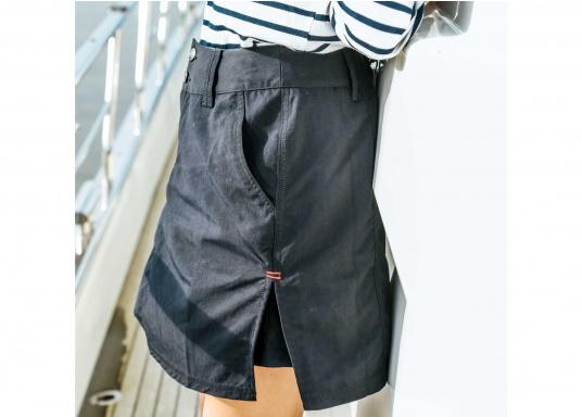 Der schöne Damen-Rock SABRINA von SEARANCH verfügt über zwei Taschen und einen Unterrock. Die Fast Dry-Funktion ermöglicht eine hohe Funktionalität. Der Oberstoff besteht zu 100 % aus Nylon, das Futter zu 95 % aus Polyester und 5 % aus Elasthan. Farbe: marineblau. Größe: 38 - 44. (Bild 5 von 5)
