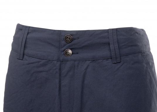 Der schöne Damen-Rock SABRINA von SEARANCH verfügt über zwei Taschen und einen Unterrock. Die Fast Dry-Funktion ermöglicht eine hohe Funktionalität. Der Oberstoff besteht zu 100 % aus Nylon, das Futter zu 95 % aus Polyester und 5 % aus Elasthan. Farbe: marineblau. Größe: 38 - 44. (Bild 2 von 5)