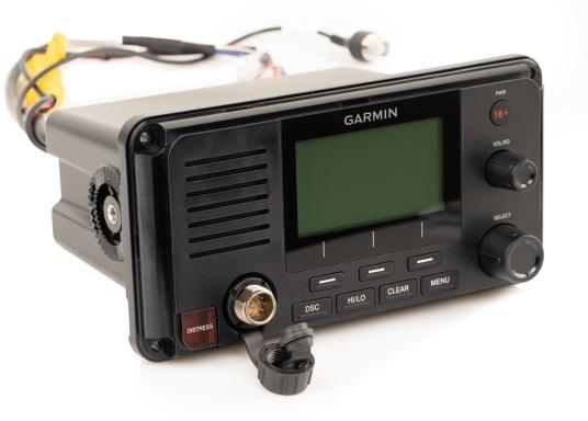Die Kommunikation ist auf dem Wasser entscheidend. Das fest montierte UKW Seefunkgerät215i von Garmin ermöglicht mit Hilfe der eingebauten GPS- und AIS-Empfänger, sowie einer Sendeleistung von 25 W zwischen Ihnen und anderen Schiffsführern auf der ganzen Welt die Kommunikation und das Situationsbewusstsein zu verbessern. (Bild 3 von 6)