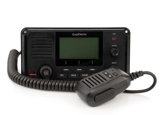 Die Kommunikation ist auf dem Wasser entscheidend. Das fest montierte UKW Seefunkgerät215i von Garmin ermöglicht mit Hilfe der eingebauten GPS- und AIS-Empfänger, sowie einer Sendeleistung von 25 W zwischen Ihnen und anderen Schiffsführern auf der ganzen Welt die Kommunikation und das Situationsbewusstsein zu verbessern.
