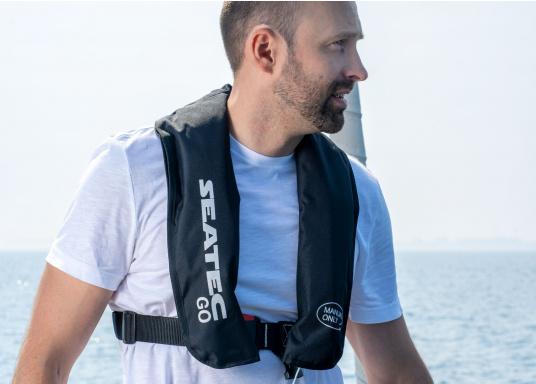 Die neue Rettungsweste GO von Seatec ist mit einem manuellen Auslöser ausgestattet und somit optimal für Wassersportarten, wie z.B. Kanu- oder Kajakfahren geeignet. Farbe: schwarz. (Bild 3 von 11)