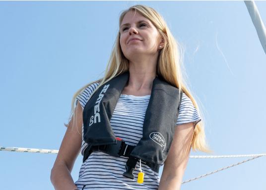 Die neue Rettungsweste GO von Seatec ist mit einem manuellen Auslöser ausgestattet und somit optimal für Wassersportarten, wie z.B. Kanu- oder Kajakfahren geeignet. Farbe: schwarz. (Bild 4 von 11)