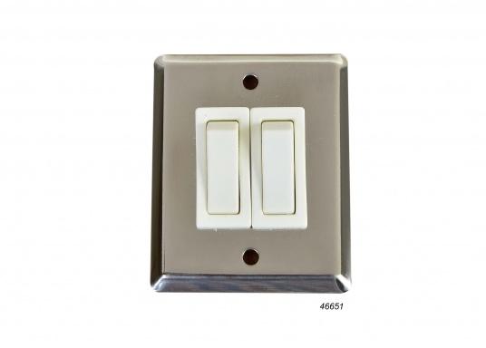 Ideale Schalter für Beleuchtung und kleinere Verbraucher. Die beiden Schalter besitzen jeweils drei Anschlüsse (Wechselschalter). Frontplatte aus Edelstahl, rostfrei.