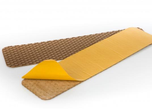 Antirutsch-Pads mit Rombenstruktur und praktischer, selbstklebender Beschichtung auf der Rückseite.Lieferbar in der Farbe:braun, jeweils in verschiedenen Größen. Packungsinhalt: 2 Pads.  (Bild 4 von 7)