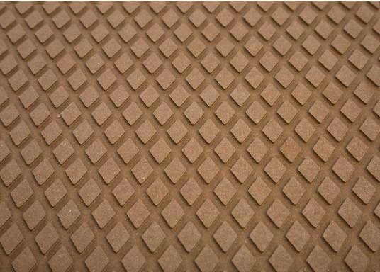 Antirutsch-Pads mit Rombenstruktur und praktischer, selbstklebender Beschichtung auf der Rückseite.Lieferbar in der Farbe:braun, jeweils in verschiedenen Größen. Packungsinhalt: 2 Pads.  (Bild 5 von 7)