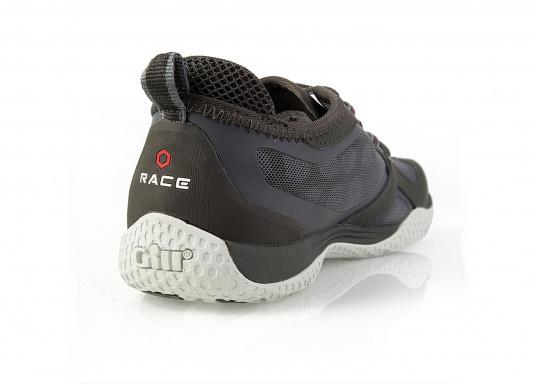 La chaussure de pont pour les sportifs à bord. La semelle de très haute tenue et antidérapante de Gill vous permet de les utiliser par toutes les conditions de temps. facile à chausser et à enlever. Plusieurs pointures sont disponibles. Couleur : graphite (Image 5 de 5)