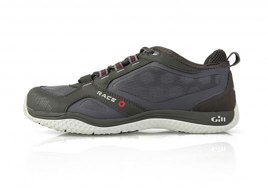 La chaussure de pont pour les sportifs à bord. La semelle de très haute tenue et antidérapante de Gill vous permet de les utiliser par toutes les conditions de temps. facile à chausser et à enlever. Plusieurs pointures sont disponibles. Couleur : graphite