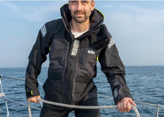 Offshore-Segeln ist ein einzigartiger Sport. Jedes dieser Abenteuer sollte mit der richtigen Bekleidung beginnen. Die neue GILL OS2 Segelbekleidung erfüllt alle Anforderungen an das Offshore-Segeln perfekt. (Bild 7 von 7)