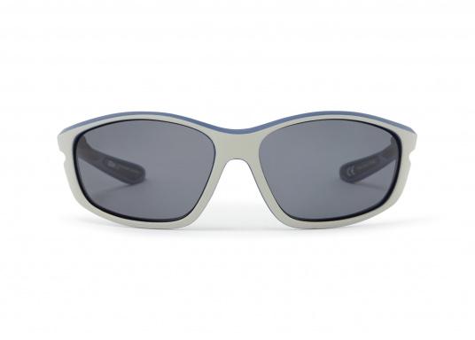 Die Sonnenbrille CORONA besteht aus UV-beständigen und 100% blendfreien, polarisierten Linsen. Des Weiteren überzeugt die Sonnenbrille durch die Funktion zu schwimmen. Farbe: silber. (Bild 2 von 2)