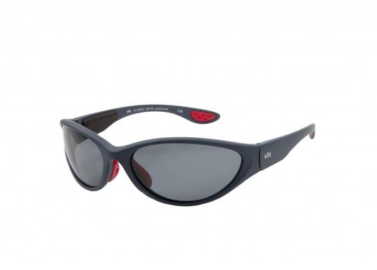 961deaabdd351d ... Les lunettes de soleil CLASSIC de Gill sont équipées d  39 un filtre  polarisant ...