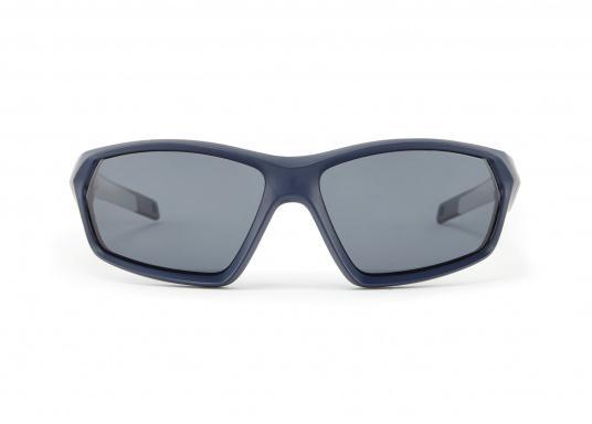 Die Sonnenbrille MARKER von Gill verfügt über eine modische Optik, die Fähigkeit zu schwimmen und bietet einen 100%-igen UV-Schutz. Farbe: blau. (Bild 2 von 2)