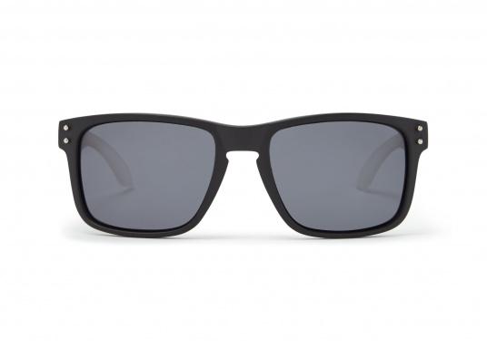 Die Sonnenbrille Kyndance steht nicht nur für Funktionalität, sondern überzeugt auch mit modischer Optik. Die polarisierten Gläser schützen zuverlässig vor UV-Strahlen. Somit ist die Sonnenbrille auch bei grellem Licht bestens geeignet. Farbe: schwarz. (Bild 3 von 3)