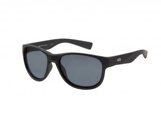 Die modische Sonnenbrille COASTEL bietet einen absoluten UV-Schutz und verfügt über polarisierende Gläser. Somit hilft Ihnen die Sonnenbrille dabei, auch bei hellem Licht eine optimale Sicht zu behalten. Farbe: schwarz.