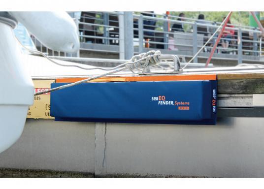 Mit den SeaEQ Langfendern schützen Sie Ihr Boot und Ihren Liegeplatz optimal vor Beschädigungen. Dank der Tiefe von 80 mm, ist dieser Stegfender besonders für den Bug-Bereich oder mittelschiffs geeignet. (Bild 4 von 4)
