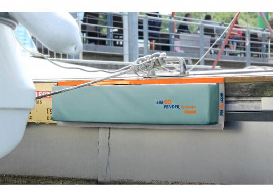 Mit den SeaEQ Langfendern schützen Sie Ihr Boot und Ihren Liegeplatz optimal vor Beschädigungen. Dank der Tiefe von 80 mm ist dieser Stegfender besonders für den Bug-Bereich oder mittelschiffs geeignet. (Bild 4 von 4)
