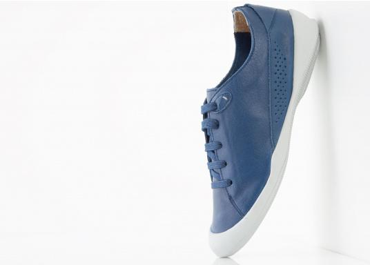 Der Umwelt verpflichtet, hat tbs den Damenschuh Vesper designed. Der Schuh bietet Flexibilität und Komfort. In der Farbe blau lässt sich der Schuh zu jedem Outfit kombinieren.  (Bild 4 von 5)