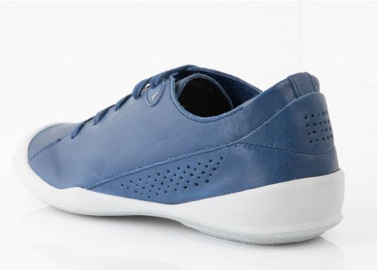 Der Umwelt verpflichtet, hat tbs den Damenschuh Vesper designed. Der Schuh bietet Flexibilität und Komfort. In der Farbe blau lässt sich der Schuh zu jedem Outfit kombinieren.  (Bild 5 von 5)