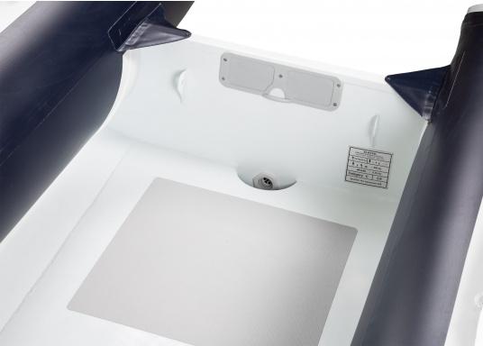 Das Abenteuer kann beginnen! Die stabilen Schlauchboote der SEATEC PRO ADVENTURE-Serie überzeugen durch ihren Aluminiumboden mit hochwertiger, witterungsbeständiger Polyurethan-Pulverbeschichtung und machen Sie daher bereit für den professionellen und anspruchsvollen Einsatz. (Bild 6 von 10)