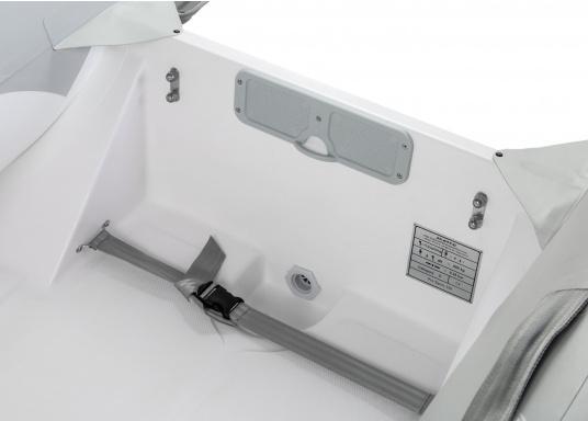 Das Festrumpfschlauchboot ist die perfekte Kombination aus klassischen Schlauchbooten und reinen Festrumpfbooten. Es kombiniert die besten Eigenschaften beider Konstruktionen, ohne die jeweiligen Nachteile zu übernehmen.  (Bild 6 von 8)